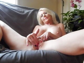 Mature Masturbation fingering tukif blonde